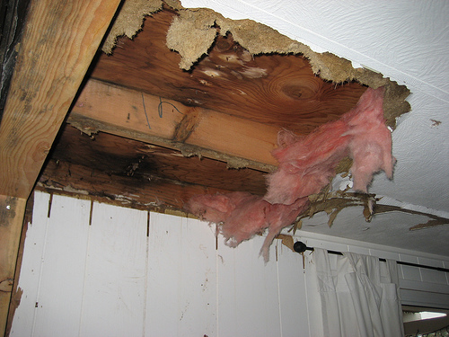 roof leaking repair in Lancaster ca